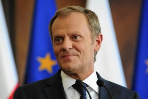 Tusk spotkałsięz eurodeputowanymi PO, oficjalnie - by porozmawiać o sytuacji w Europie i w Polsce, nieoficjalnie - zainterweniowaćw sprawie podziałów we frakcji.