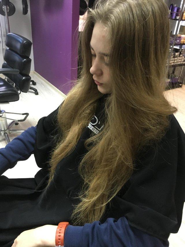Michał zapuścił włosy, by przekazać je dla osób po chemioterapii.