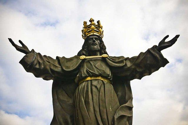 Dotąd idea intronizacji Jezusa Chrystusa na króla Polski nie miała szans realizację. Rząd PiS ma jednak umożliwić to podczas obchodów 1050. rocznicy Chrztu Polski.