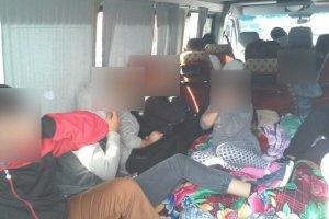 Tak po Polsce wożą się Bułgarzy – w 9-osobowym samochodzie kierowca przewoził... 22 osoby, w tym pięcioro dzieci