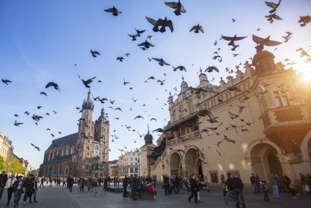 Starówka w Krakowie to popularne turystyczne miejsce.