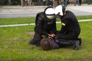 Reakcja MSW na zatrzymanie Marii Kołakowskiej tylko utwierdza policjantów w przekonaniu, że nowa władza nie stoi po ich stronie.