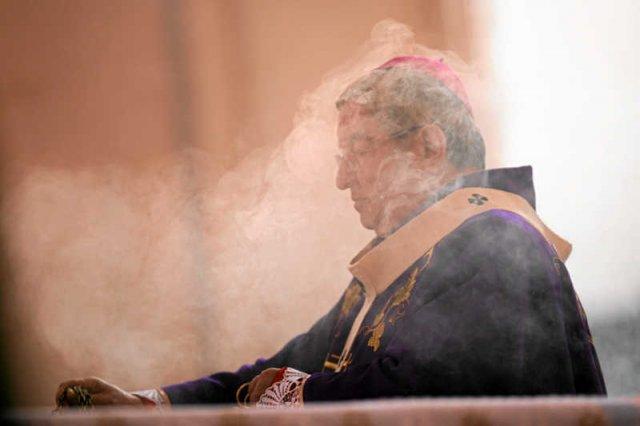 Rządy arcybiskupa Sławoja Leszka Głódzia opierająsię na pieniądzach – awansuje ten, kto więcej zapłaci.