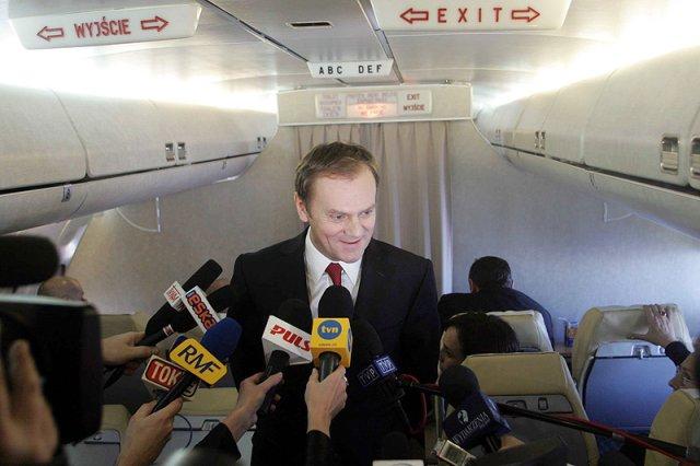 Premier Donald Tusk traktuje rządowy samolot embraer jak prywatną taksówkę. Loty szefa rządu na trasie Warszawa-Gdańsk kosztują rocznie ponad milion złotych.