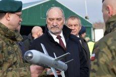 Antoni Macierewicz planuje zakup tysięcy dronów dla armii.