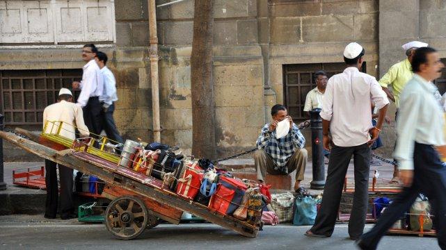[url=http://shutr.bz/1nCxcbF] Kurierzy odbierają paczki z lanczem [/url] z lokalnej restauracji
