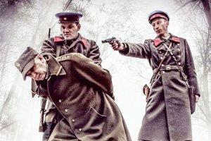 Podobieństwo przedstawionych przez tygodnik Karnowskich postaci do Donalda Tuska i Lecha Kaczyńskiego wydaje się nieprzypadkowe.