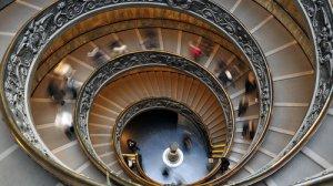 Słynne kręcone schody w muzeum [url=http://shutr.bz/1gjPB99]Kaplicy Sykstyńskiej[/url]