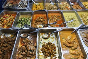"""Restauracje typu """"jesz ile chcesz"""" zmagają się z ogromnymi ilościami zmarnowanej żywności."""
