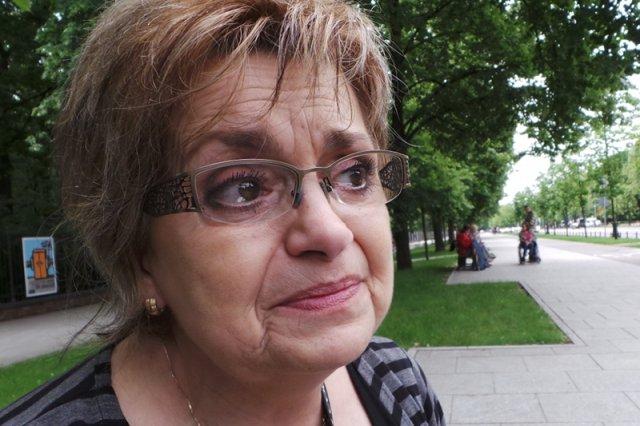 """Matki niepełnosprawnych dzieci pod Sejmem: """"Chcę eutanazji dla siebie i dziecka, choćby dziś"""". Na zdjęciu: Elżbieta Karasińska z Bytomia"""