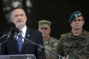 Minister Macierewicz postawił na swoim. Obok nazwisk żołnierzy poległych w II WŚ odczytane zostaną nazwiska ofiar wypadku lotniczego w Smoleńsku.