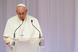 Przy okazji przyjazdu papieża pojawiły się nad trasą S1 antyrządowe transparenty.