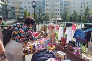 Ania, ośmioletnia dziewczynka z Poznania zorganizowała kiermasz aby zebrać pieniądze na ciężko chorąmamę.