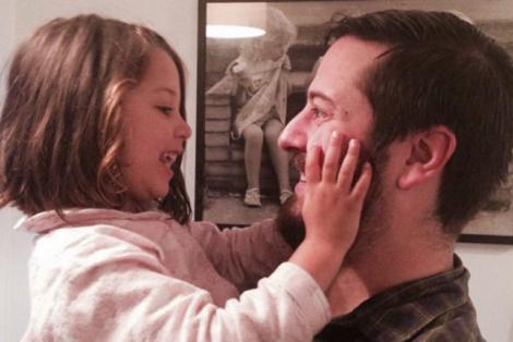 """Córeczko, nie pokochałem cię od razu"""". Ojciec szczerze o tym, kim jest dla niego dziecko"""