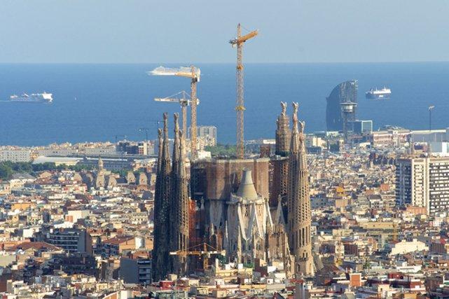 [url=http://tinyurl.com/plq2per]Sagrada Familia[/url] w Barcelonie powstaje za pieniądze od prywatnych fundatorów