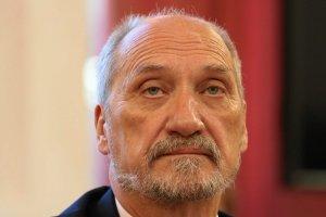 Dlaczego kolejni samorządowcy dają się szantażować ministrowi Macierewiczowi?