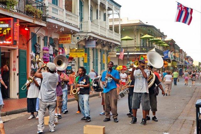 [url=http://shutr.bz/1t9Gb7Z] uliczni muzycy na ulicach French Quarter [/url]