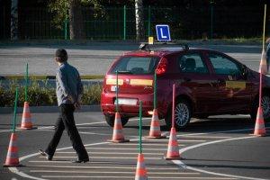 Obleśni instruktorzy  jazdy – zmora wielu kobiet. Podteksty, aluzje, niemoralne propozycje i najzwyklejsze molestowanie