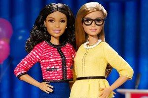 Najnowsza kolekcja lalek Barbie obsadza znaną postać w roli pani prezydent lub wiceprezydent. Ten cykl stanowi częśćkampanii rozbudzającej w dziewczynkach marzenia o pracy w zawodach przypisanych mężczyznom