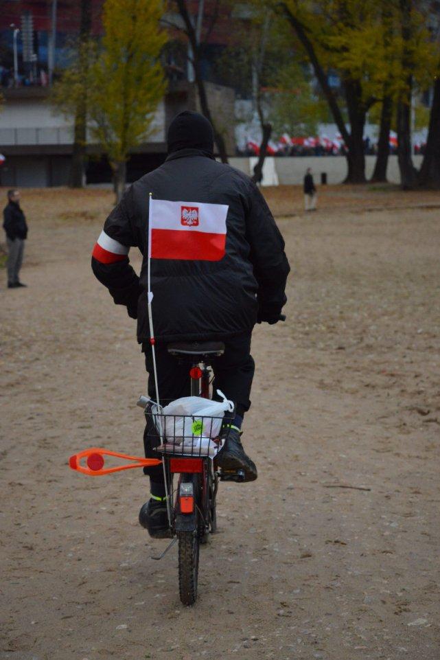 Rowerzysta, uczestnik Marszu Niepodległości