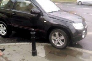 Tak parkuje samochód poseł Prawa i Sprawiedliwości.