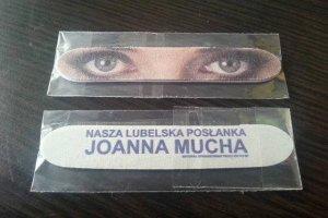 Pilniki do paznokci z oczami Joanny Muchy – osobliwy gadżet wyborczy posłanki Platformy