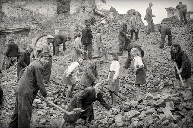 Znalezione obrazy dla zapytania odbudowa polski po ii wojnie światowej