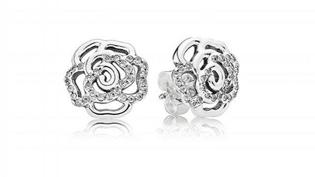 biżuteria ze specjalnej kolekcji marki Pandora na Dzień Matki