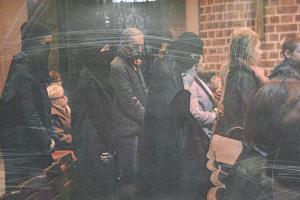 Uczestniczki warsztatów teatralnych poszły na mszę przebrane za muzułmanki.