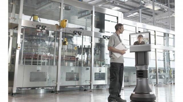 iRobot Ava 500 - pozwala na konsultacje ze specjalistami bez ich fizycznej obecności w danym miejscu