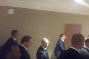 Dziennikarz TV Republika krzyknął z pytaniem do prezydenta Rosji.
