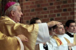 Abp Juliusz Paetz podczas mszy w Wielki Czwartek, 2012 r.