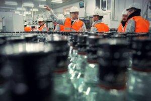 Miliony wydane na promocję nowej wódki mogą pójść w błoto. Dwaj liderzy walczą o gardła Polaków