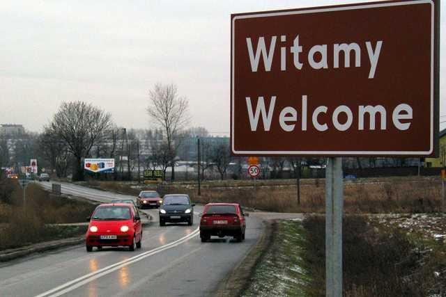 Wjazdówki polskich miast rażą brzydotą i reklamowym bałaganem