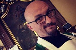 Nawet niektórzy duchowni krytykują stosunki łączące Państwo z Kościołem rzymskokatolickim. Przykładem jest zakonnik Grzegorz Kramer.