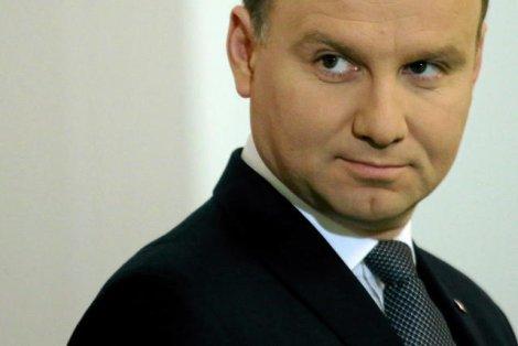Andrzej Duda jakiego nie znamy podbija zagraniczne salony i grozi Rosji.