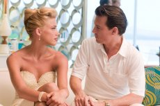 """Johnny Depp i Amber Heard poznali sięna planie """"Dziennika zakrapianego rumem"""". To dla niej aktor zostawił wieloletnią partnerkę Vanessę Paradis."""