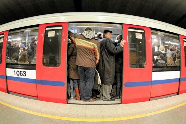 Przystanki Linii Metra W Warszawie