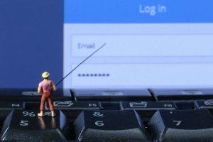 Oszustwa internetowe - dlaczego ciągle dajemy się nabić w butelkę na najbardziej popularne przekręty?