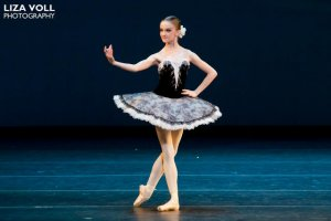 16-letnia Radomszczanka przy wzroście 168 cm waży 48 kg. Zapewnia, że głodówki baletnic to mit. Tancerki muszą dobrze się odżywiać, by mieć siły na wielogodzinne ćwiczenia przy drążku