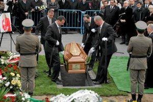 Paweł Deresz zdecydowanie sprzeciwiał się ekshumacji żony, która zginęła w katastrofie pod Smoleńskiem. Teraz śledczy nie będą liczyć się z jego zdaniem.