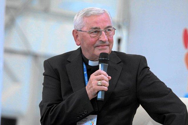 Bp Tadeusz Pieronek będzie gościem Przystanku Woodstock