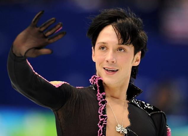 John Weir-Voronov. Amerykański medalista olimpijski w łyżwiarstwie. W 2010 roku, w odpowiedzi na zgryźliwe komentarze dziennikarzy, wyoutował się jako gej.