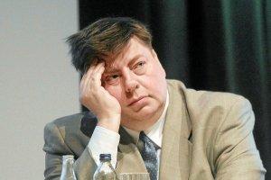 Fala krytyki pod adresem minister nauki prof. Leny Kolarskiej-Bobińskiej została wywołana tym, iż polityk zasugerowała konieczność odchudzenia otyłego publicysty Piotra Semki.