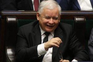 Prezes PiS może chyba otwierać szampana. Jego partia jest dziś liderem we wszystkich województwach.