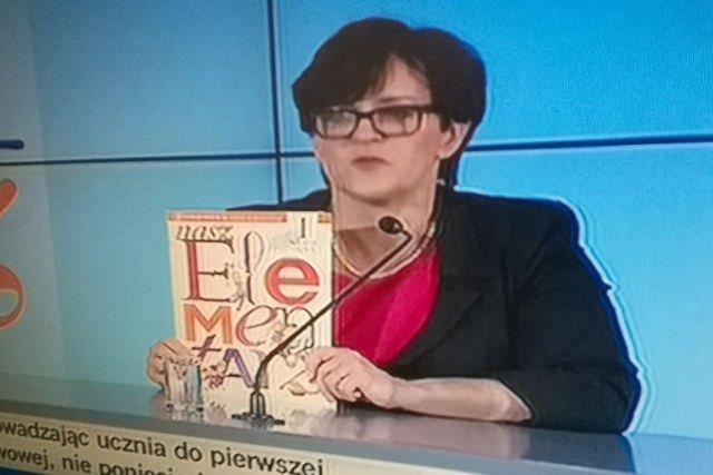 """Minister edukacji Joanna Kluzik-Rostkowska zademonstrowała """"Nasz elementarz"""""""