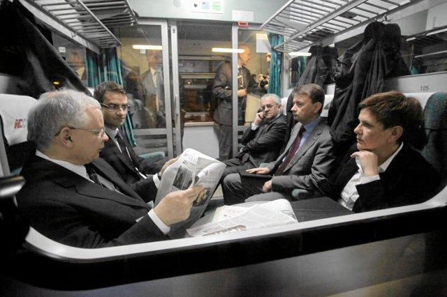Politycy PiS raz mówią o Polsce w ruinie, innym razem chwalą się osiągnięciami.