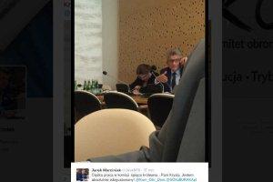 Członek KOD zarzuca Krystynie Pawłowicz, że posłanka spała podczas posiedzenia sejmowej komisji.