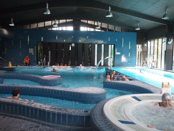 """W środku parku jest budynek """"Atrium"""", a w nim pływalnia, i..."""