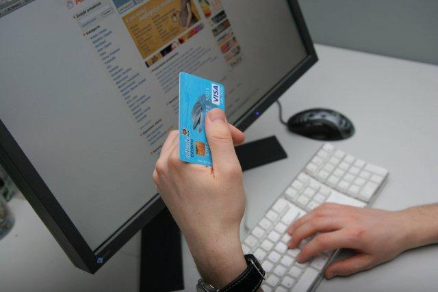 W ciągu czterech lat urzędnicy ze służbowych kart kredytowych wydali około dwa miliony złotych
